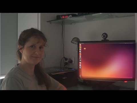 Mum Tries Out Ubuntu 13.10 (2013)