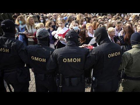 """Minsk: la polizia """"attacca"""" le donne, proprio alla vigilia del vertice Putin-Lukashenko"""