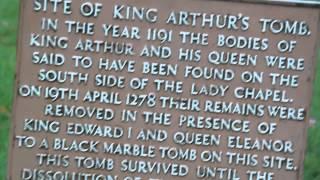 Stone Edge, La tumba del Rey Arturo y La catedral de Bath.