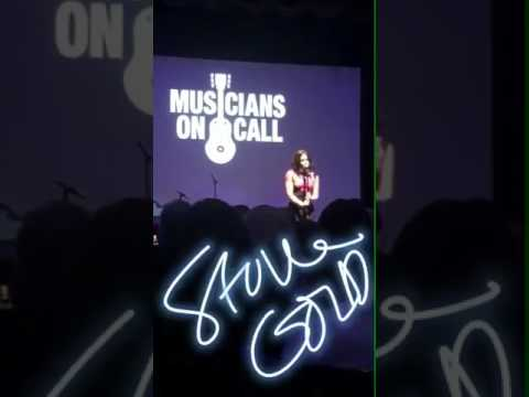 Demi  no Musicians On Call NYC Charity em New York - 21/03