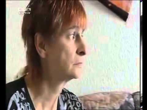 Dumme Mutter zeigt Kind porno - YouTube