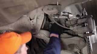 Comment remplacer des biellette de barre stabilisatrice arrière sur une BMW 7 E65 TUTORIEL | AUTODOC
