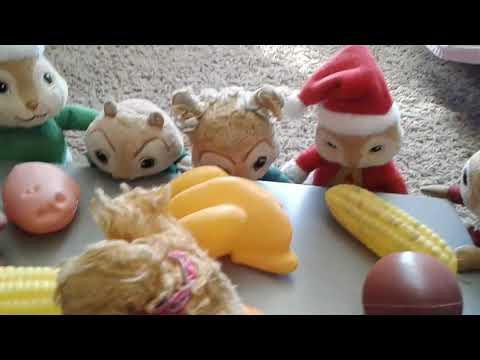 The Chipmunks' unexpected Thanksgiving Dinner!