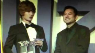 12.20.11 Kim Hyun Joong in 2011 Yahoo Buzz Awards