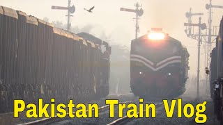 Pakistan Railways | 111up Badar Express with Fastest AGE 30 6019 cross Dn coal Train  FDP