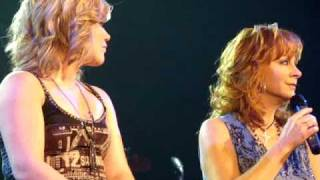 "Kelly Clarkson and Reba McEntire-""Up To The Mountain"""