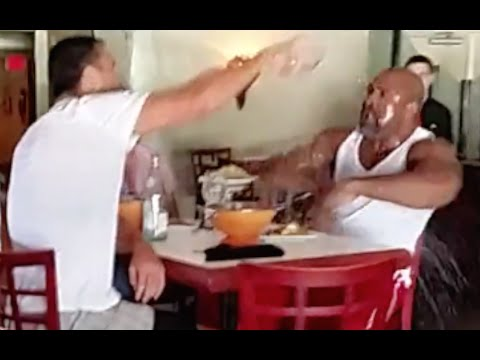 Wladimir Klitschko Fights Shannon Briggs & throws Water in his Face in a Restaurant - Full Fight