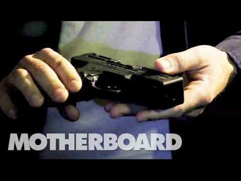 Buying Guns and Drugs on the Deep Web (Documentary)