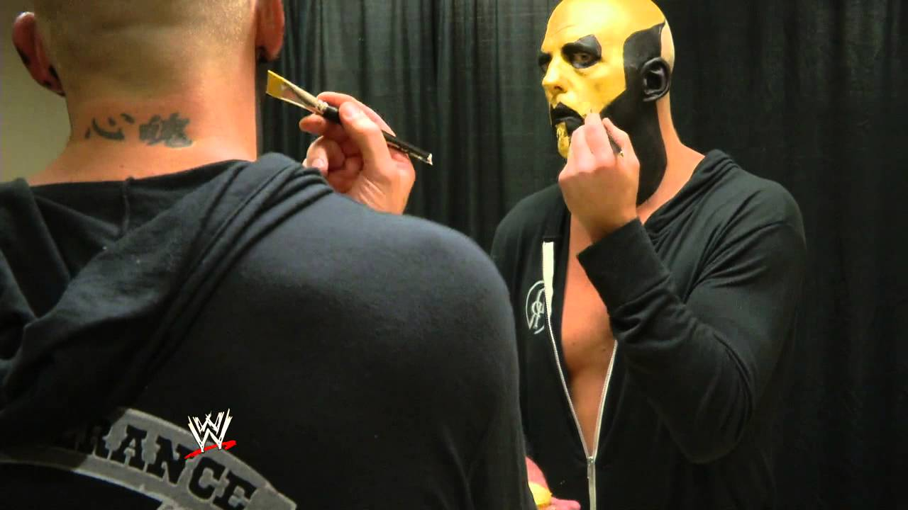 How to apply goldust 39 s face paint perfectly doovi for How to apply face paint