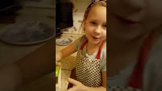 Салат Сюрприз с курицей и орехами.
