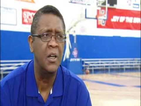 Former Bulls player and coach Bill Cartwright talks with Fox 32 Chicago