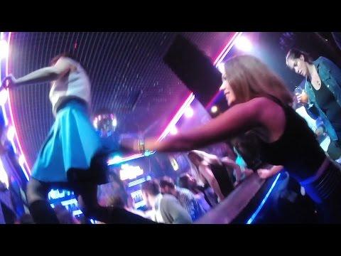девушки и клубах фото в видео ночных пьяные