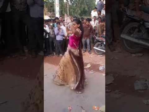 देखें ईस लडकी की डानस बरस  बरस मारा इऩदर राजा New marwadi chori ka desi dance