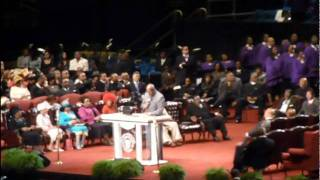 Marvin Winans - I feel Like Going On @ 104th COGIC Holy Convocation