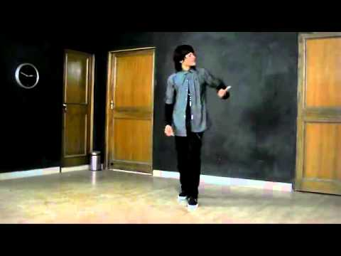 Alien doing Ishq Wala Love awesome dance