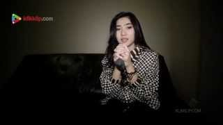 Video Isyana Sarasvati - Keep Being You - Live at PGMT - Klikklip download MP3, 3GP, MP4, WEBM, AVI, FLV Februari 2018