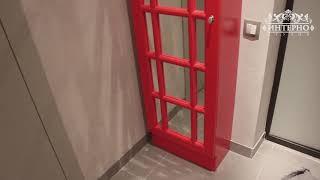 Зеркало и телефонная будка