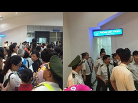 Chinese tourists vs  Vietnamese customs officers