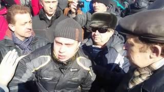 Навального закидали яйцами на митинге