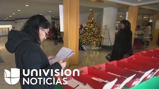 Buscan voluntarios que hablen español para leer cartas que niños hispanos pobres envían a Papá Noel