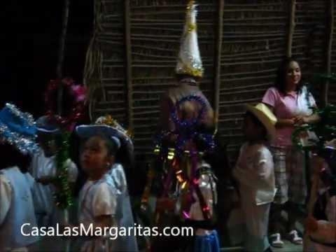 mexican christmas traditions las posadas barrio san felipe de jes s barra de navidad. Black Bedroom Furniture Sets. Home Design Ideas