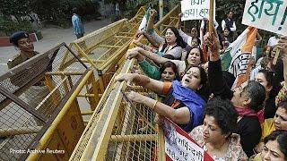Индия: двух девушек-неприкасаемых приговорили к изнасилованию