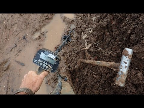Metal Detecting In The Mud! | Nugget Noggin