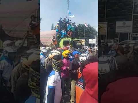 Demo buruh hari ini melumpuhkan jabodetabek(5) - YouTube