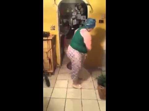 Grosse qui danse avec son ballet