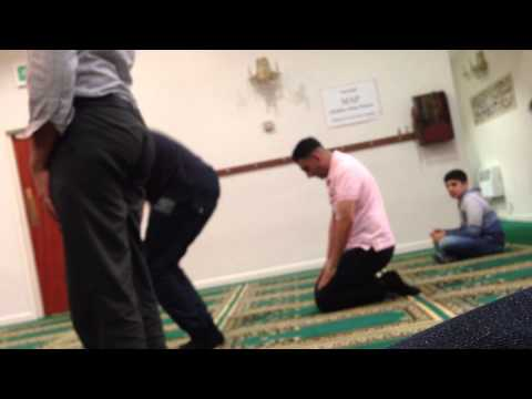 Sunni brothers pray in shia mosque UK