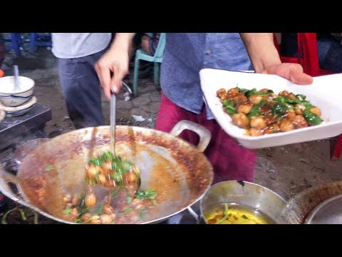 Asian Street Food, Cambodia Phnom Penh Street Food, Fried Beef with Weaver ant, Fry Oyster