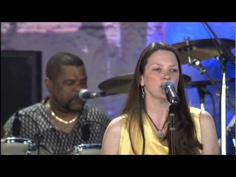 Susan Tedeschi - Lord Protect My Child (Live at Farm Aid 2005)