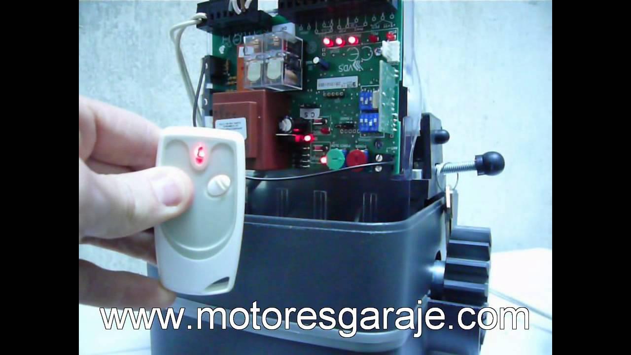 Motor puerta youtube for Puerta corredera de castorama corredera
