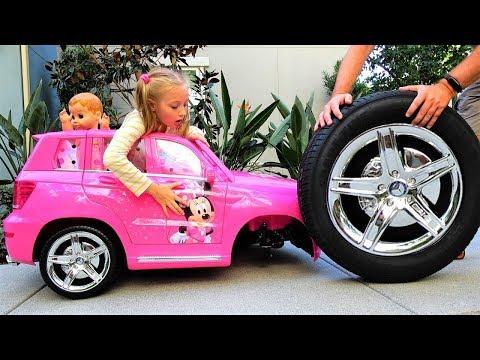 Полина и папа чинят машину