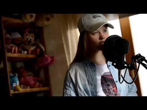 Hailee Steinfeld - Flashlight ( cover by Sanna )