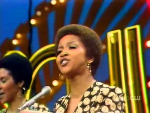 The Staple Singers - We The People (Soul Train 1974)