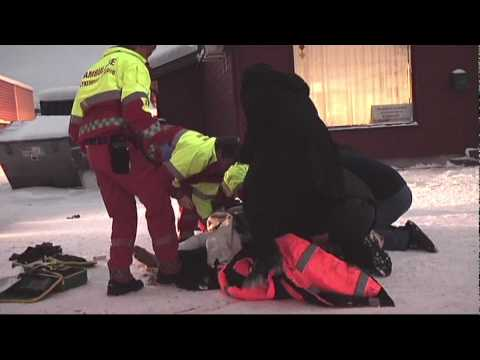 Kvinne overkjørt og slept under trailer/lastebil på Loesmoen