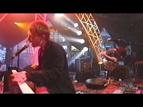 Radiohead - A Punch Up at a Wedding | Live at Musique Plus 2003 (1080p, 60fps)