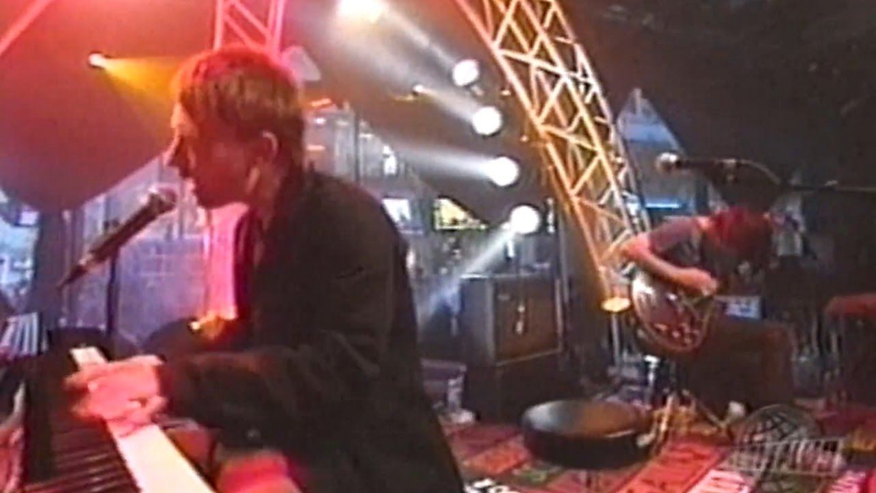 Radiohead A Punch Up At Wedding Live Musique Plus 2003 1080p 60fps