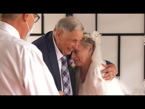 Seniors who met in isolation at B.C. care home tie the knot