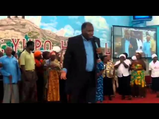 Bishop Zachary Kakobe alihudumu