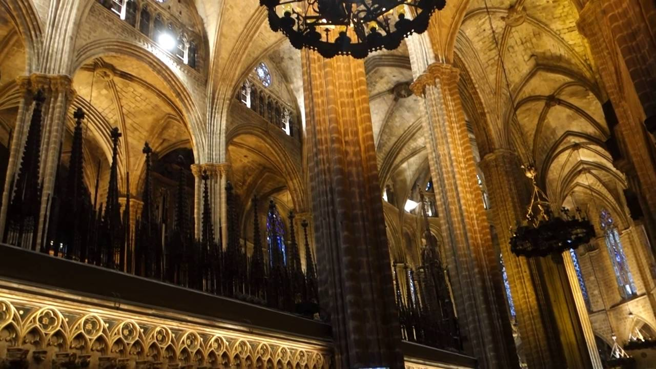 Inside gaudi 39 s barcelona cathedral youtube for Gaudi kathedrale barcelona