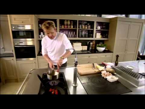 Gordon Ramsay's Sublime Scrambled Eggs Recipe - YouTube