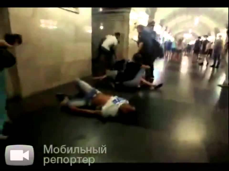 Fight Video. Жесть!!Массовая драка в метро!!!