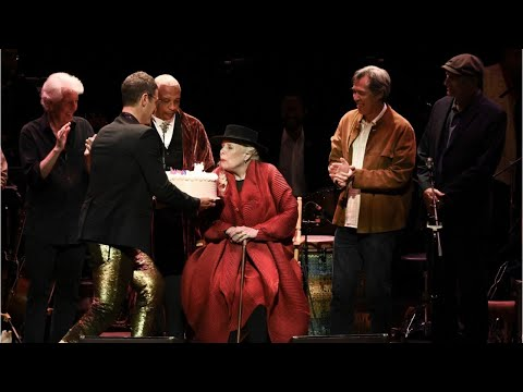 Joni Mitchell Makes Appearance At Tribute Birthday Concert Mp3