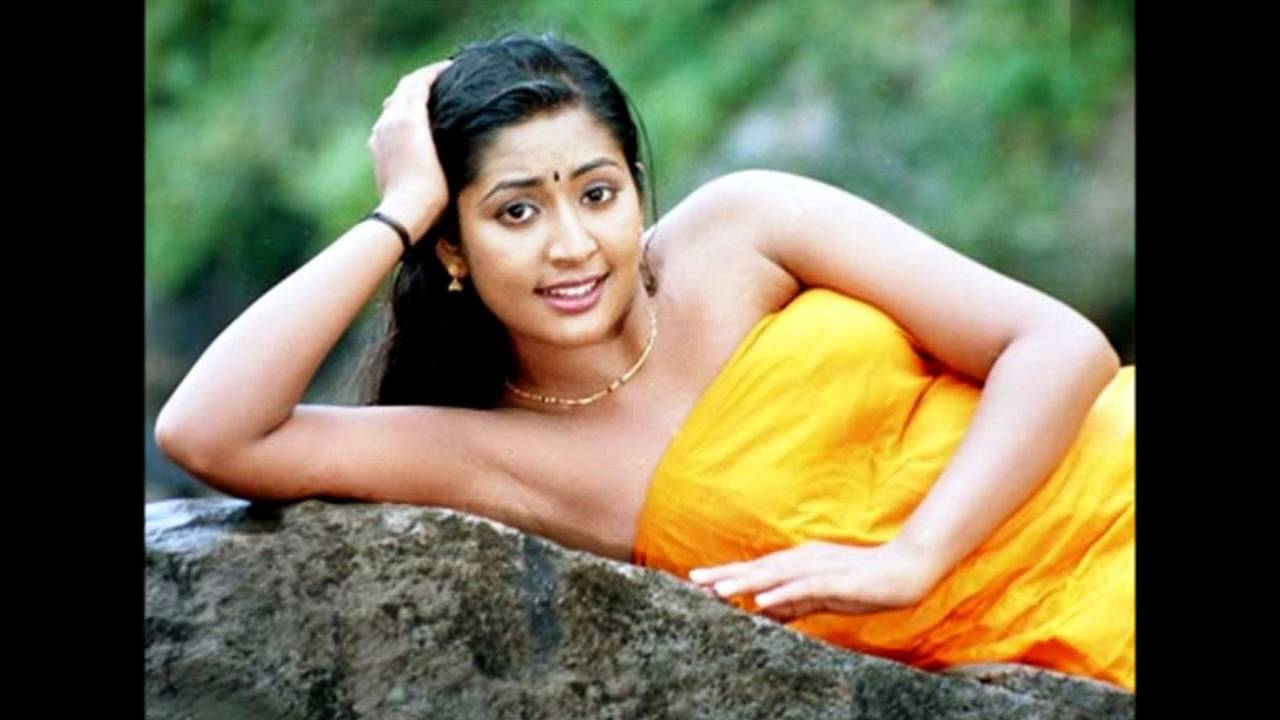 navya nair hot in blouse less scene - YouTube