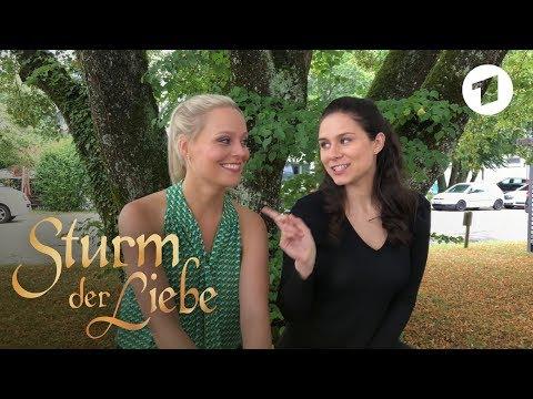 Video Helen Barke und Jenny Löffler spielen die Schwestern Denise und Annabelle | Sturm der Liebe