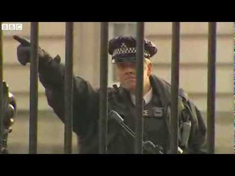 A man carrying a knife has been arrested at Buckingham Palace