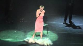 Patricia Kaas Chante Piaf -  Les blouses blanches (Odessa 7/12/2013)