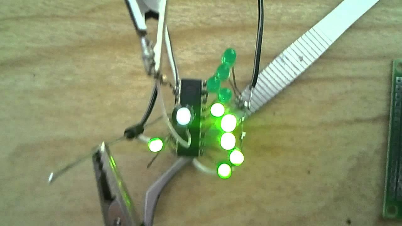 простой индикатор уровня на светодиодах схема